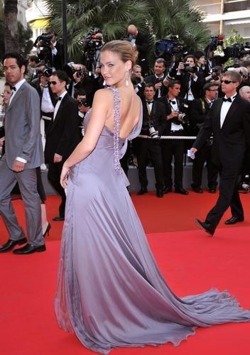 Telle une déesse grecque à Cannes