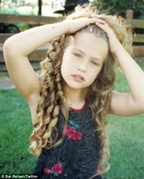 Bar Refaeli prenant la pose comme une pro alors qu'elle n'était encore qu'une enfant !
