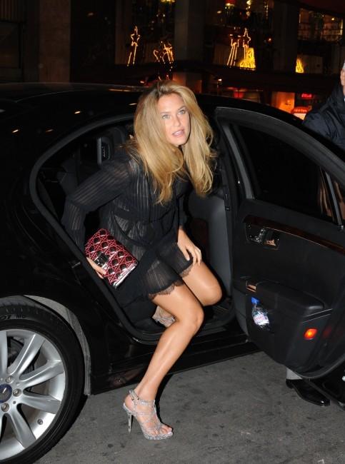 Bar Refaeli lors de la soirée Anselm Reyle pour Dior à Paris, le 12 janvier 2012.