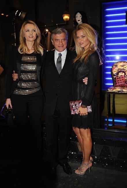 Delphine Arnault, Bar Refaeli et Sidney Toledano lors de la soirée Dior à Paris, le 12 janvier 2012.