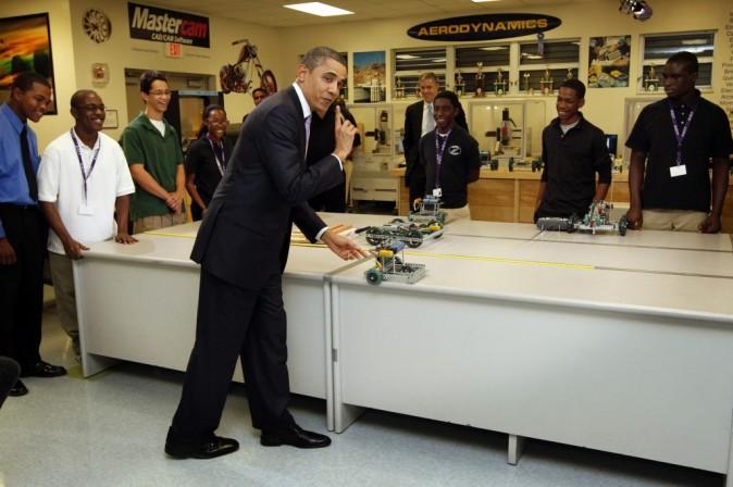 Barack s'amuse avec des miniatures