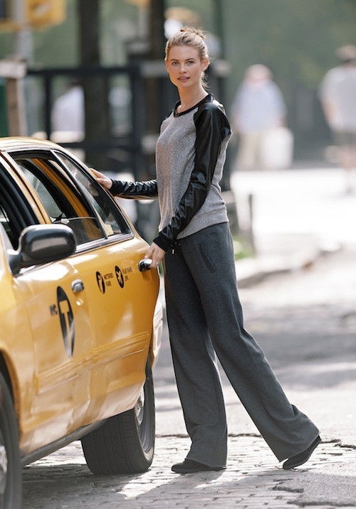 Behati Prinsloo : toujours aussi ravissante lors de sa dernière séance photo pour Victoria's Secret !
