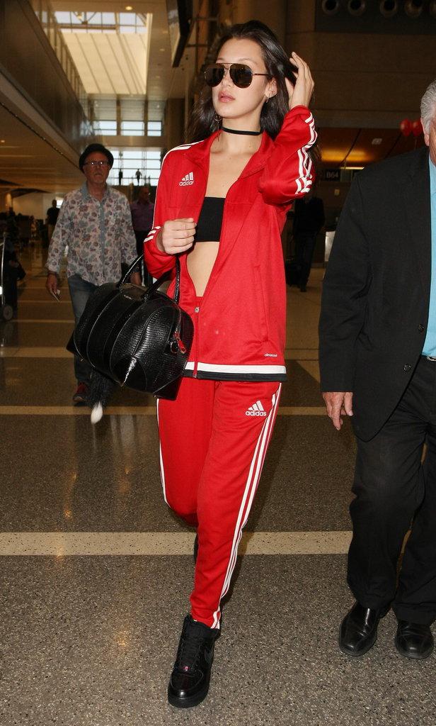 Bella Hadid : Ensemble Adidas rouge et lunettes griffées, la top débarque à Paris !