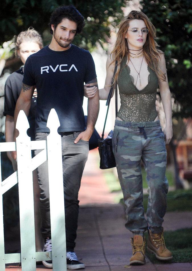 """Bella Thorne et Tyler Posey de """"Teen Wolf"""" dans les rues de Los Angeles ce samedi 17 septembre"""
