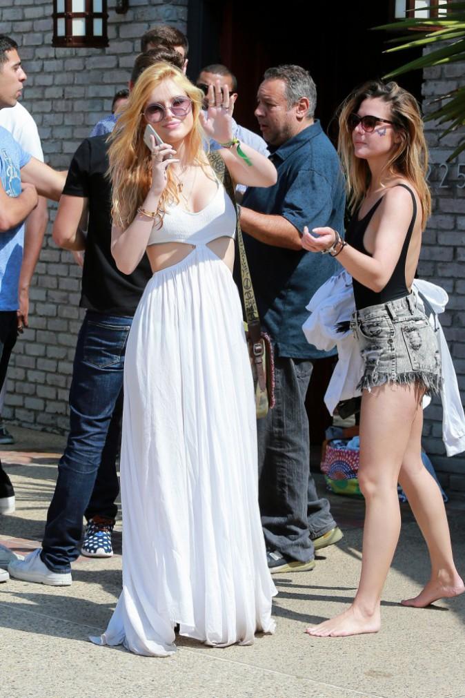 Photos : Bella Thorne : longue robe et mini bikini pour faire la fête à Malibu !