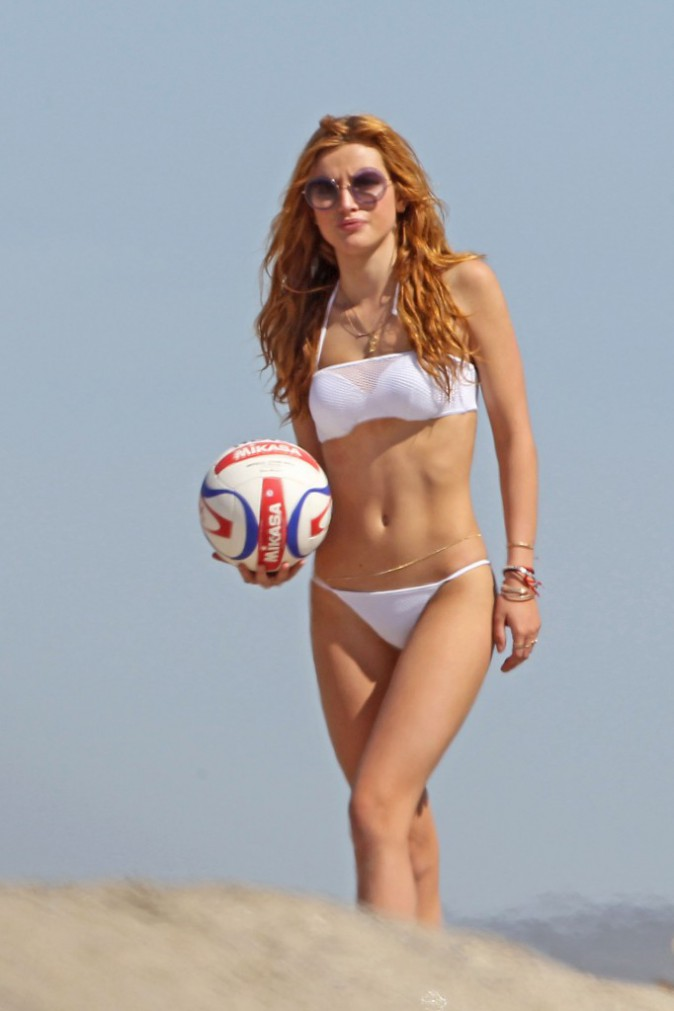 Photos : Bella Thorne : ultra sexy pour un week-end entre amis !