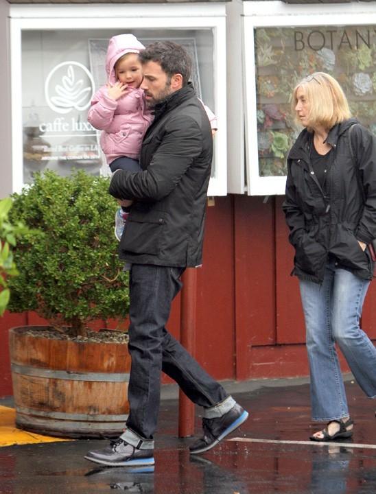 Ben Affleck à Brentwood en famille le 29 novembre 2012