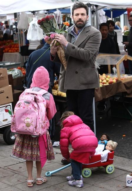 Ben Affleck et ses filles Violet et Serafina le 27 janvier 2013 à Brentwood