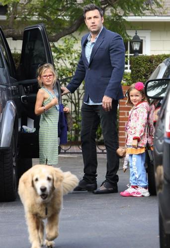 Photos : Ben Affleck : un papa poule aux petits soins pour ses filles !