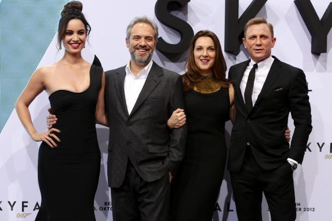 Berenice Marlohe, le réalisateur Sam Mendes et Daniel Craig le 30 octobre 2012 à Berlin