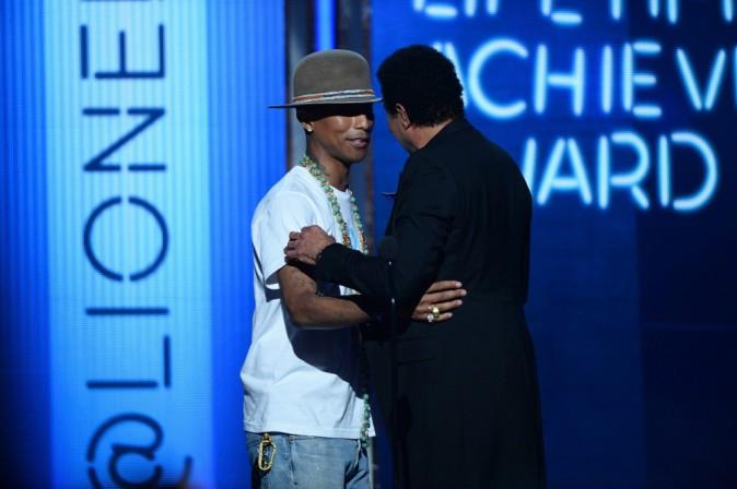 Photos : BET Awards : Pharrell Williams : jamais sans son chapeau, le meilleur artiste masculin R&B a été chargé d'ouvrir la cérémonie !