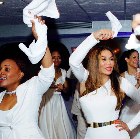 Beyoncé : bien moins secrète quand il s'agit du mariage de sa mère... Elle montre tout du grand jour !