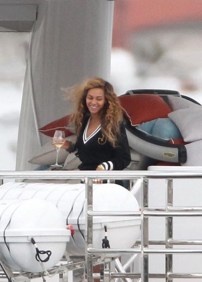 Beyoncé sur un yacht en Méditerranée le 4 septembre 2012