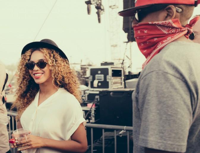 """Photos : Beyoncé : elle débarque par surprise à Coachella et rejoint Solange sur scène pour un duo """"ouffissime"""" et un gros câlin !"""
