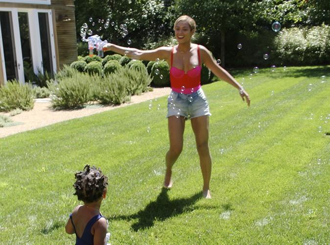 Photos : Beyoncé : nouvelles photos complices avec sa petite Bue Ivy !