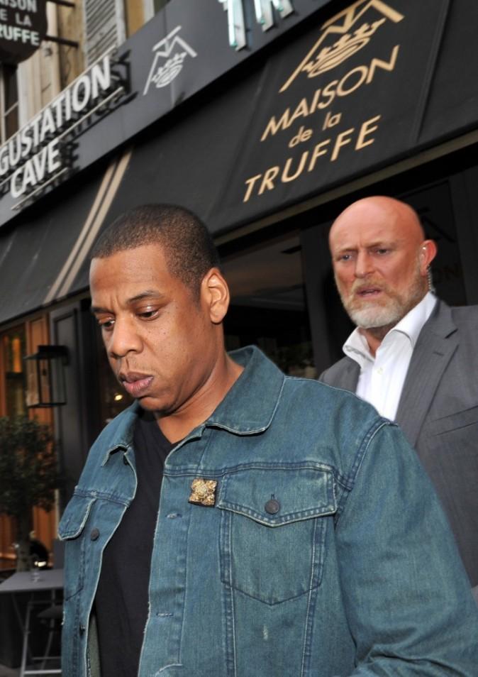 Jay-Z sortant du restaurant La Maison de la Truffe à Paris, le 6 juin 2012.