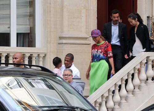 Beyoncé, Jay-Z et Blue Ivy visitent un hôtel particulier à Paris, le 2 octobre 2014