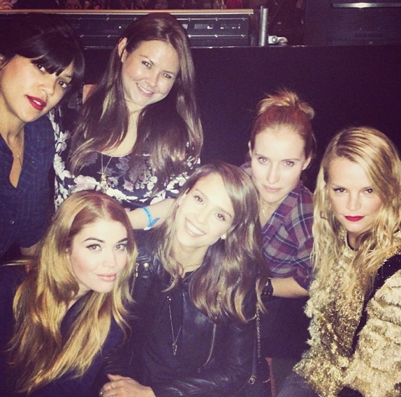 Jessica Alba est venue admirer Beyoncé sur scène avec ses copines !