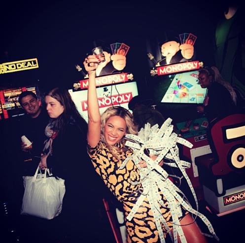 Photos : Beyoncé : jeux vidéos à gogo et énorme gâteau pour fêter la sortie de son album !