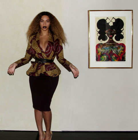 Photos : Beyoncé : méga décolleté, crinière de lionne et make-up parfait... Bombesque la Queen !