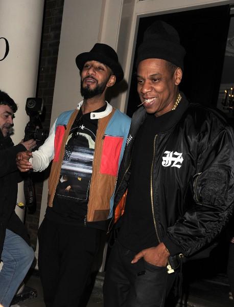 Swizz Beatz et Jay-Z à la sortie de l'Arts Club à Londres, le 6 mars 2014.