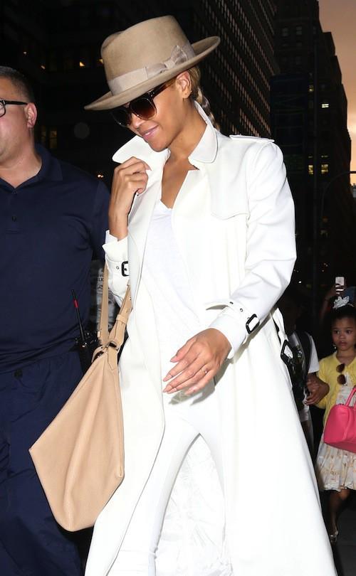 Photos : Beyoncé : pas si incognito que ça, elle se prend pour la mère dragon de Game of Thrones !