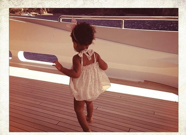 Photos : Beyonce : sa Blue Ivy joue déjà les starlettes sur le yacht de maman !