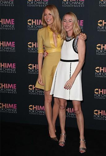 """Blake Lively et Frida Gianni fêtent les 1 an de la campagne internationale """"Chime for Change"""" !"""