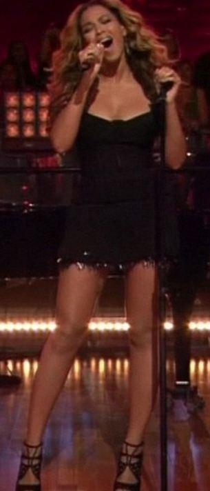 Une petite robe noire très ajustée !