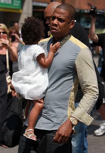 Beyoncé, Jay-Z et leur petite Blue Ivy à Toronto le 17 juillet 2013