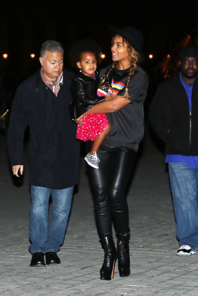 Photos : Beyoncé : toujours à Paris, elle s'offre une visite privée du Louvre en famille !