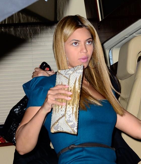 Beyonce sortant de son hôtel à New York, le 8 mai 2012.