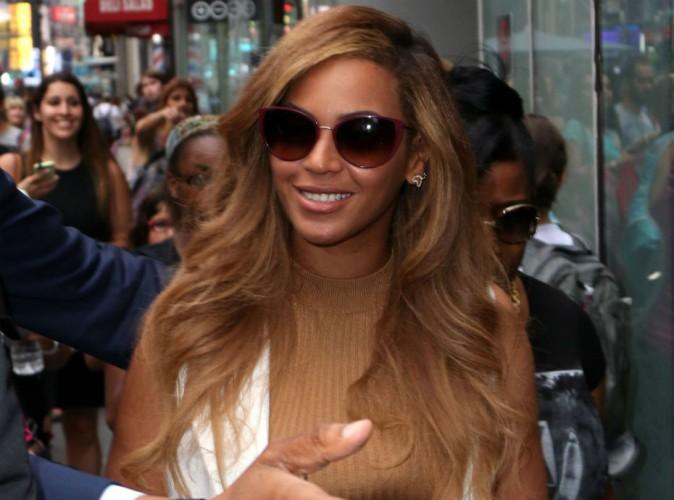 Beyoncé : working-girl stylée et sexy qui se fait chahuter à New-York !