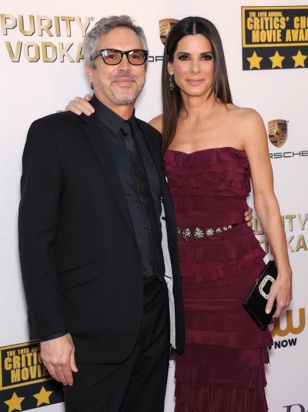 Alfonso Cuarón et Sandra Bullock lors de la cérémonie des Critics' Choice Movie Awards à Santa Monica, le 16 janvier 2014.