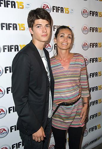 Adeline Blondieau et son fils Aïtor à Paris le 22 septembre 2014