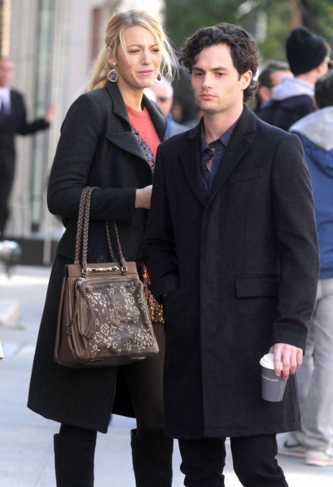 Blake Lively et Penn Badgley sur le plateau de tournage de la série Gossip Girl à New York, le 25 octobre 2011.