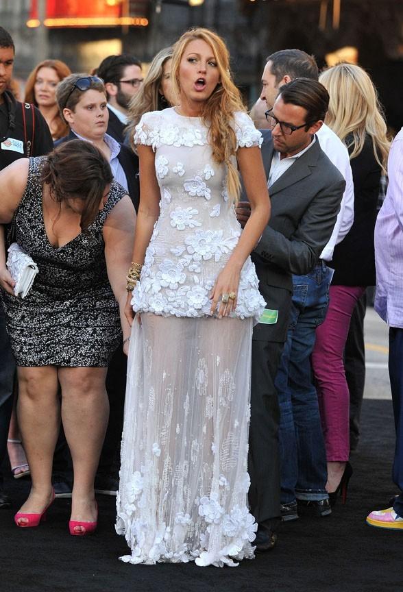 Quelques petits soucis avec sa robe Chanel !