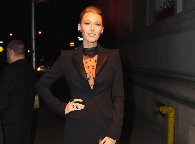 Blake Lively : combi en r�sille et transparence, la fashionista a encore frapp� !