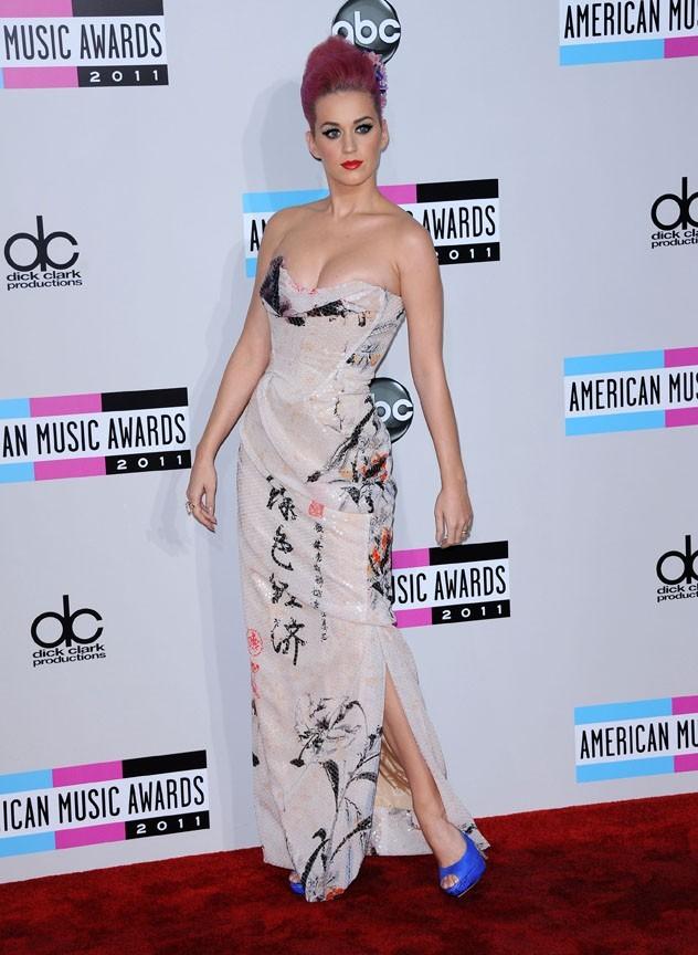 Katy Perry, adepte de la corde à sauter, mixée à des pompes et des abdos !