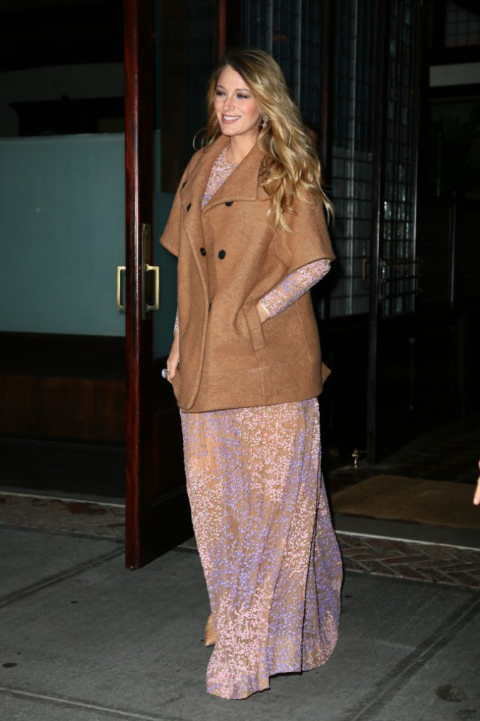 Photos : Blake Lively : premier red carpet pour son joli baby bump, une femme enceinte resplendissante !