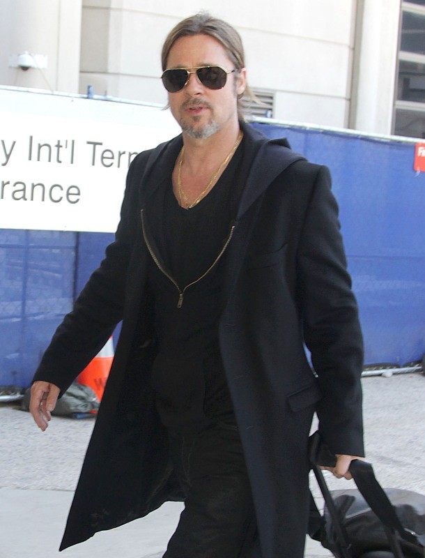 L'acteur a l'air relax à l'aéroport