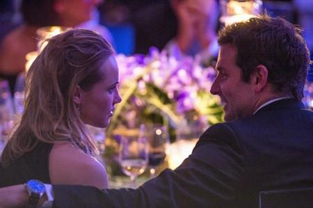 Photos : Bradley Cooper et Suki Waterhouse : à deux doigts de s'embrasser, le couple assume pleinement son idylle !