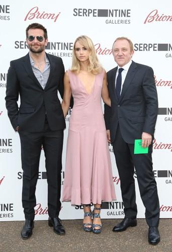 Bradley Cooper, Suki Waterhouse et François-Henri Pinault à Londres le 1er juillet 2014
