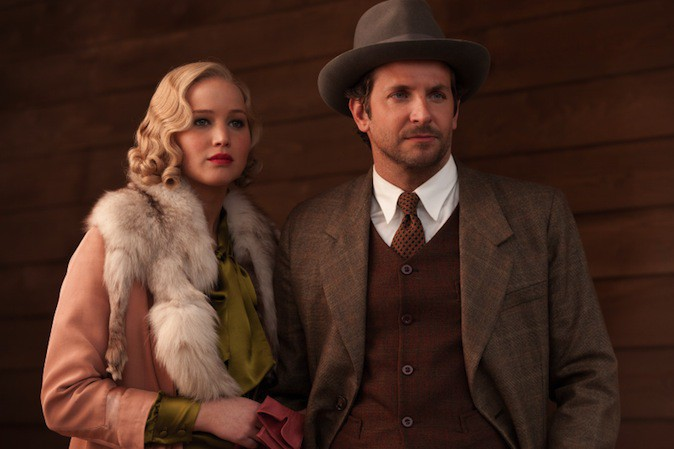 Bradley Cooper, plus sexy dans Serena ou dans la vie ?