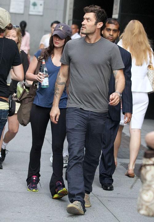 Megan Fox n'a pas intérêt à flirter avec qui que ce soit...Brian veille au grain !