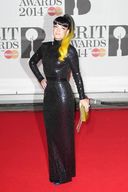 Lily Allen sur le tapis rouge des Brit Awards dressé à l'Arena O2 de Londres le 19 février 2014