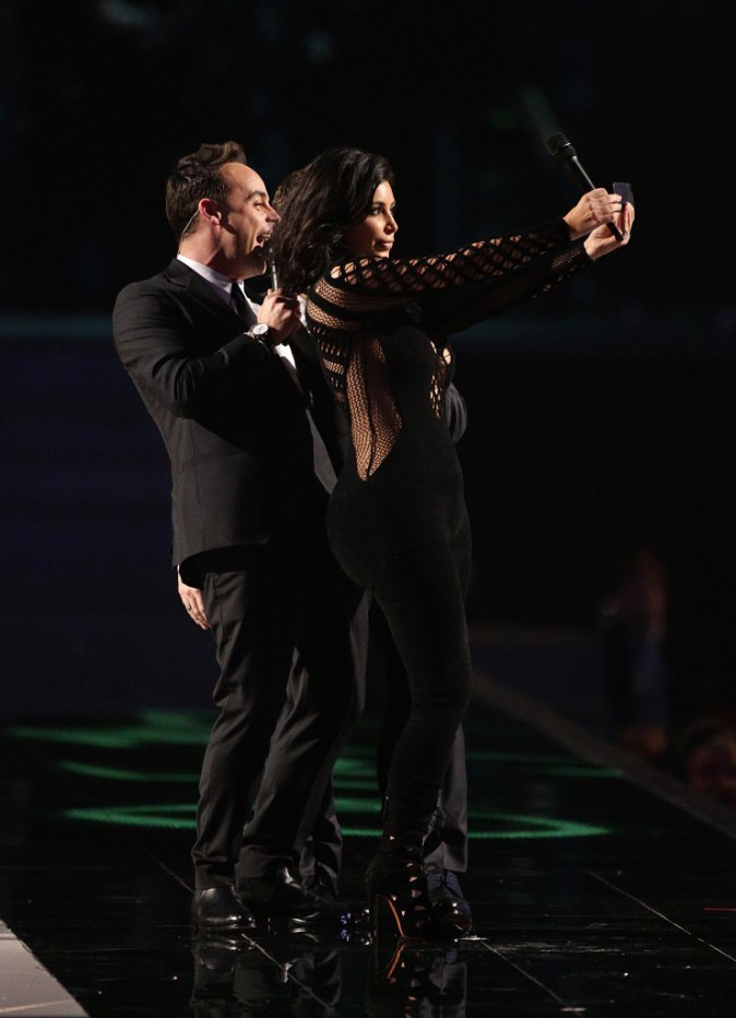 Photos : Brit Awards 2015 : Kim Kardashian : selfies sur scène et remise de prix à Sam Smith !