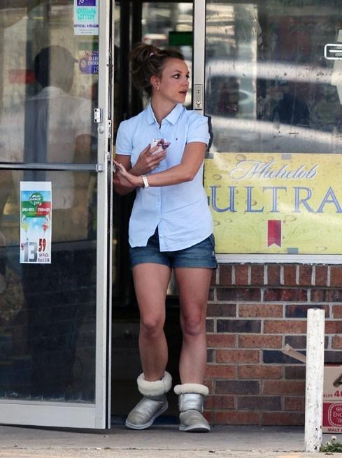 Britney Spears en sortie shopping à Kentwood, en Louisiane, le 30 mars 2013