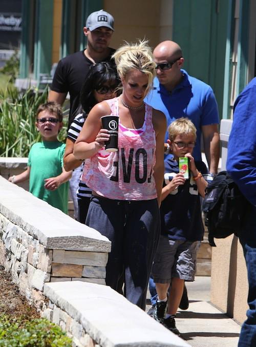 Photos : Britney Spears : déjeuner en famille, elle ne se sépare plus de ses fils !