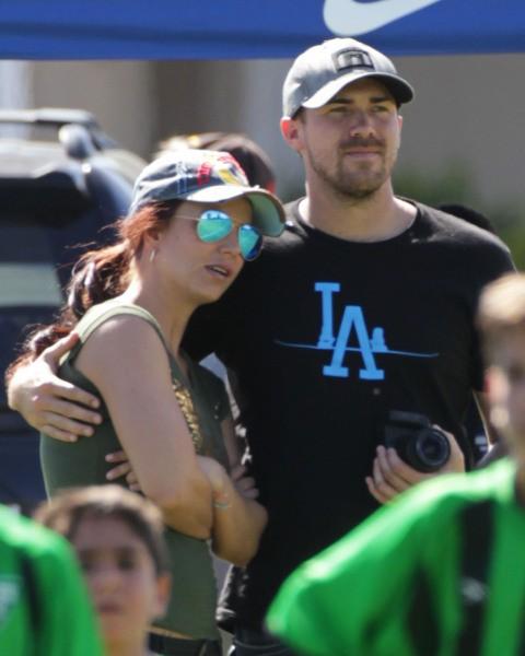 Britney Spears et David Lucado lors d'un match de foot à Los Angeles, le 9 mars 2014.
